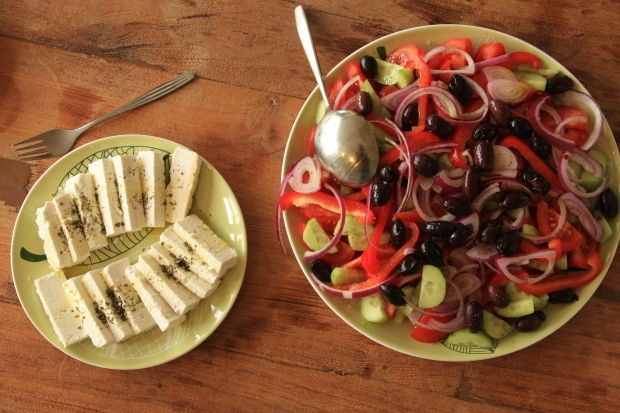 griekse salade en feta
