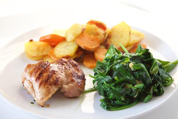 kipdijfilet met aardappels en spinazie