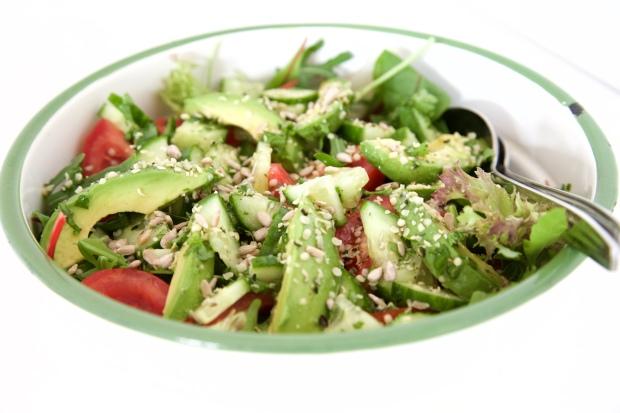 salade hennepzaadjes avocado tomaat 3