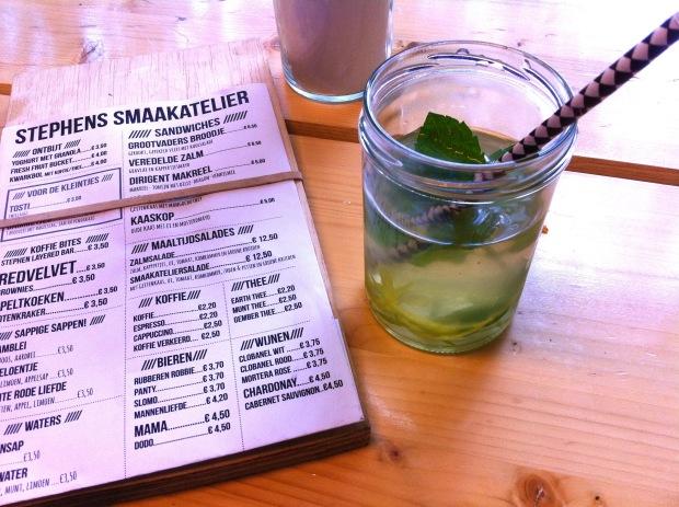 Kokoswater met limoen en munt bij Stephans Smaakatelier