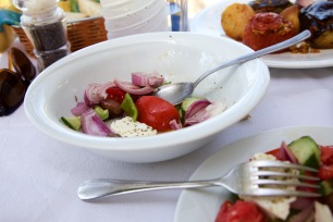 Griekse salade bij Ionio in Magganos