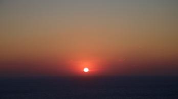 zonsondergang vanaf het zwembad