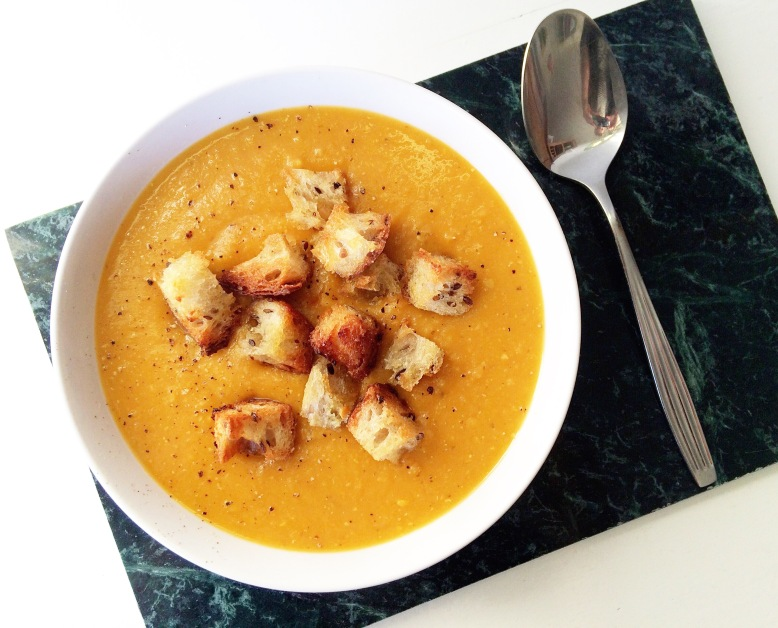 Zoete aardappel rode linzen soep