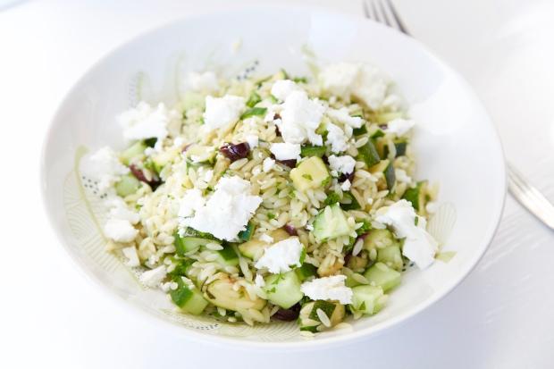 Zomerse orzo salade