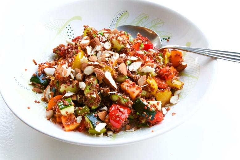 rode quinoa gegrilde groente schotel