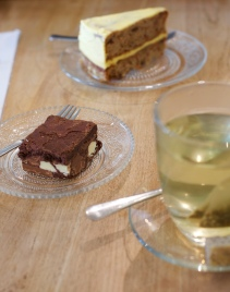carrot cake en brownie - Bij Merel